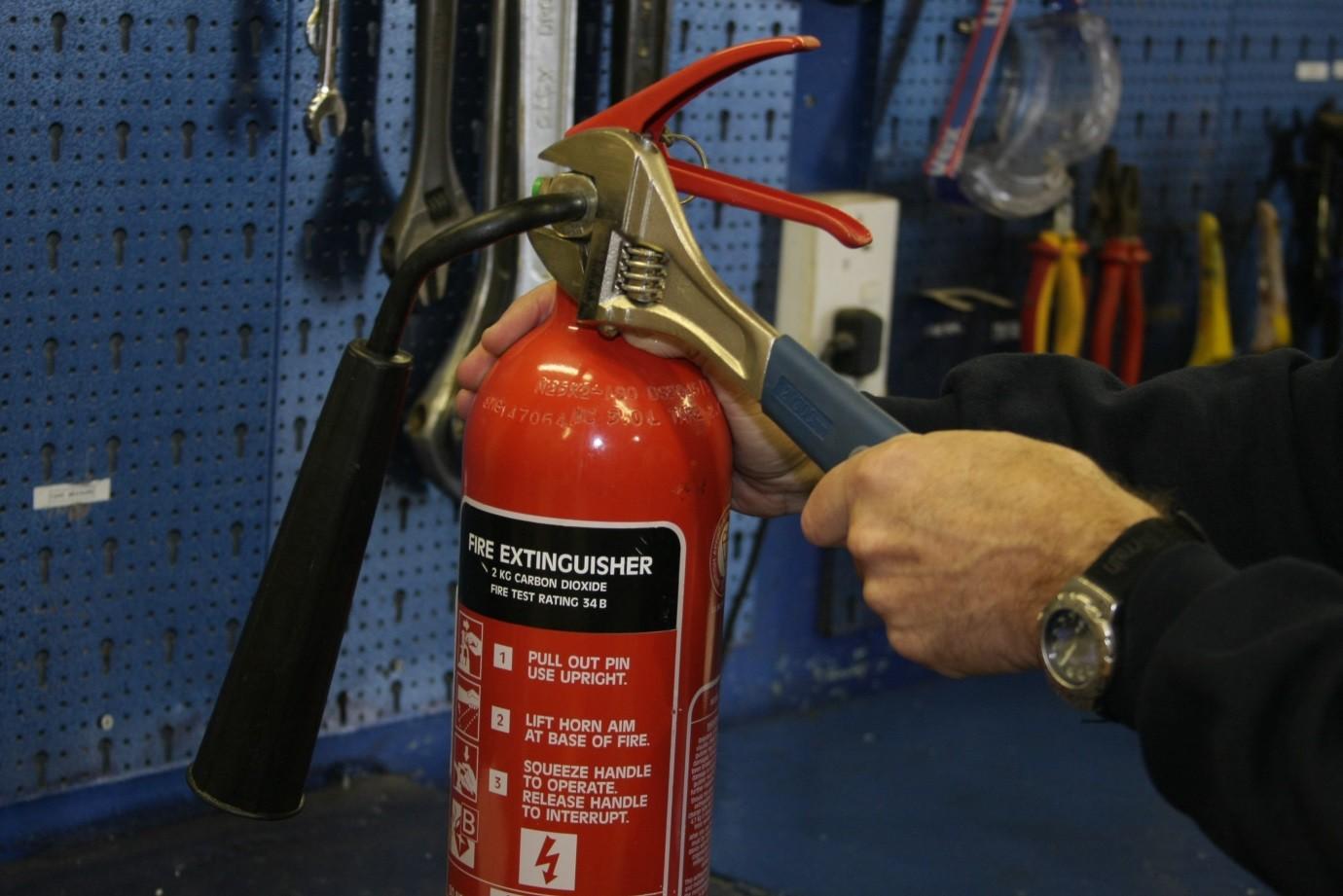 Dịch vụ bảo dưỡng nạp sạc bình cứu hỏa kèm thay thế phụ kiện thiết bị chữa cháy miễn phí với số lượng nhiều tại TPHCM, Bình Dương 3